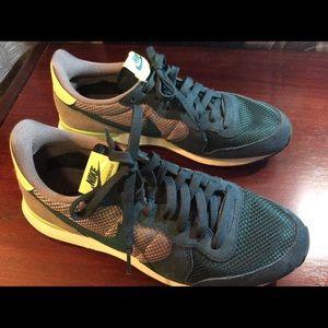 Nike internationalist running sneakers